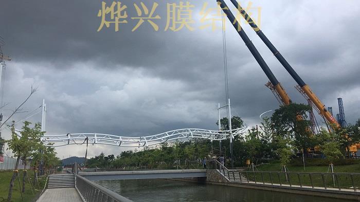 烨兴-珠海天桥膜结构工程正在施工中