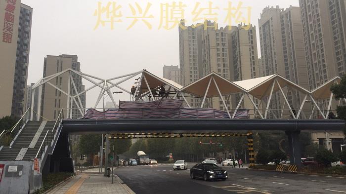 《长沙晚报》报道:梅溪湖天桥膜结构月底投入使用