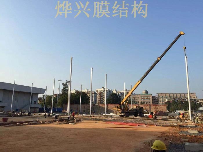 热烈祝贺烨兴-广西大学网球场钢膜结构开工