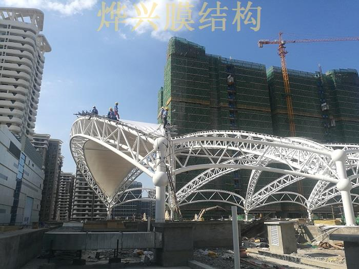 烨兴-海南远大广场3D天幕膜结构项目开始装膜