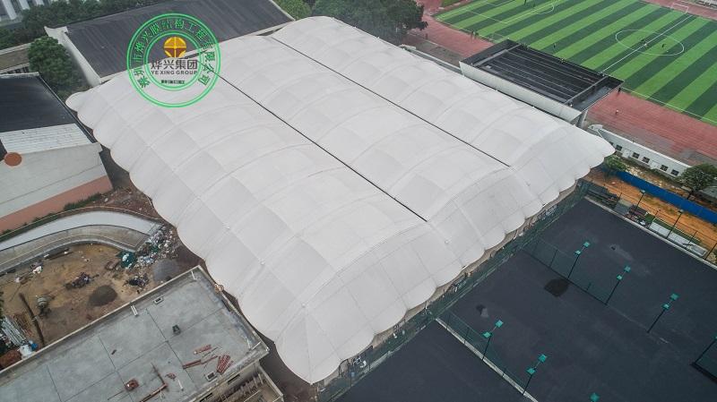 广西大学网球场钢膜结构雨棚